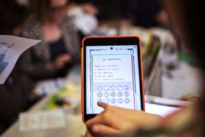 Livre FROG sur tablette_les aides_MOBiDYS